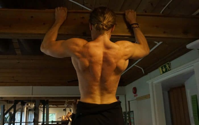 Should-I-use-straps-for-pull-ups